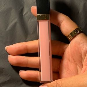 CHANEL Makeup - chanel 726 icing lipgloss